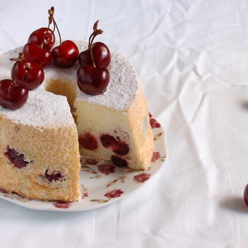angel food cake con cerezas