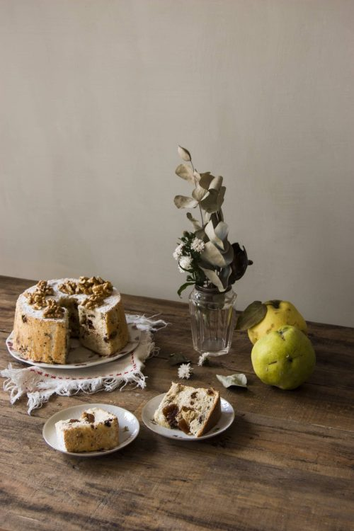 Angel food cake con membrillo, chocolate y nueces