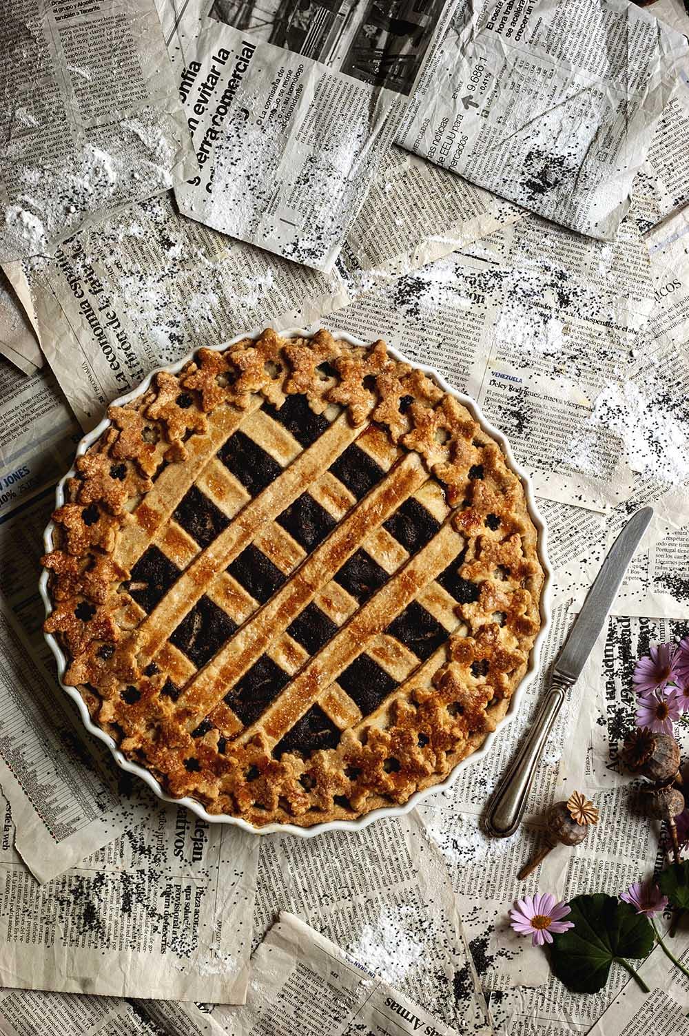 fotografia de tarta de amapola y peras