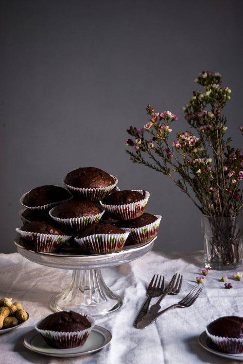 Magdalenas de chocolate y cacahuete