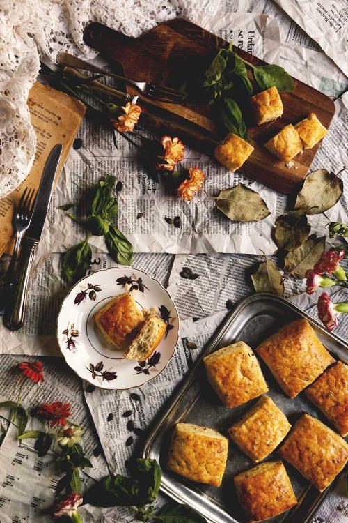 Panecillos de patata y albahaca