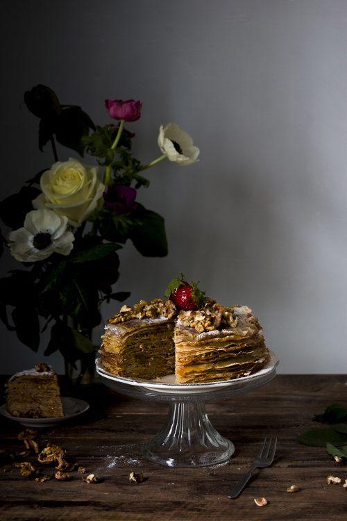 Tarta de crepes con nueces y mermelada