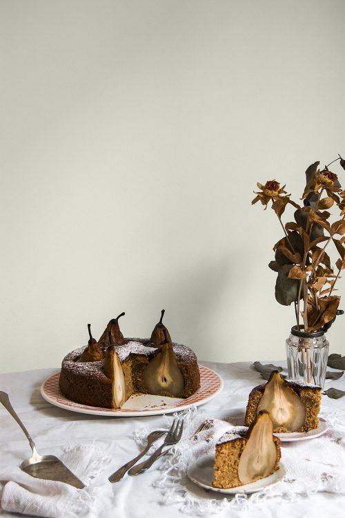 Tarta de pera con avellanas