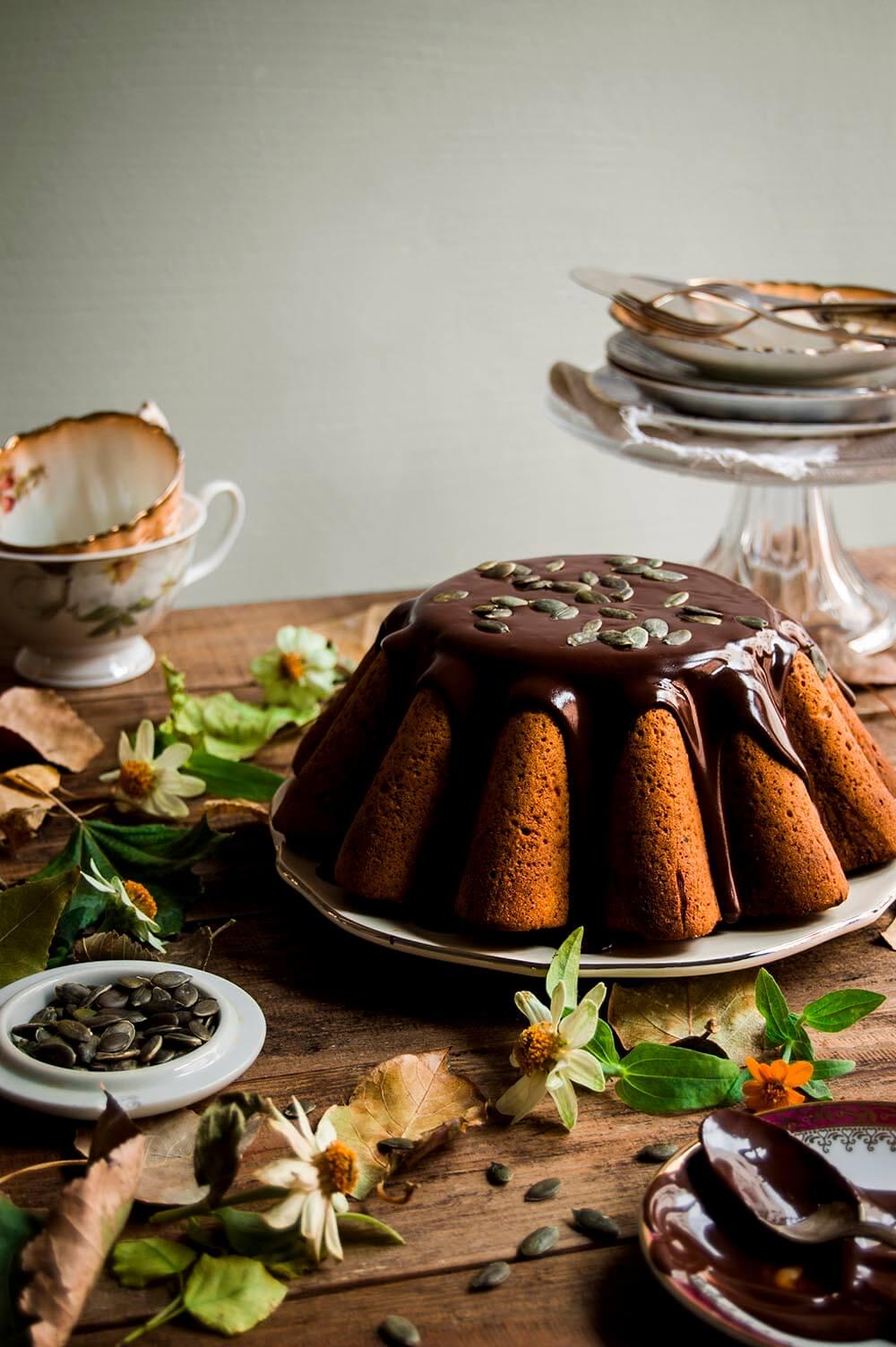 bundt cake de calabaza con salsa de chocolate