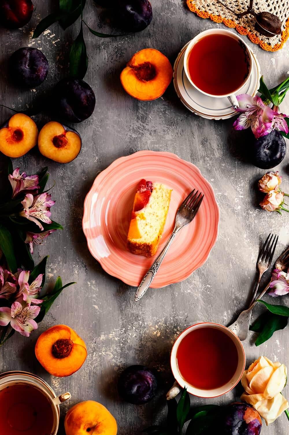 Cómo hacer Tarta invertida de melocotón y ciruela